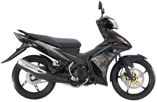 5-2014-Yamaha135LCES-black-gold-640x419