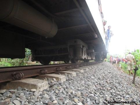 bawahan gerbong kereta api (6)