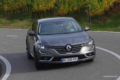 2016-Renault-Talisman-scene-13