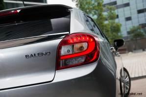 2017-Suzuki-Baleno-stop