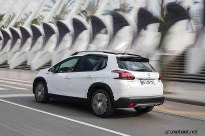 2017-Peugeot-2008-dynamic_022