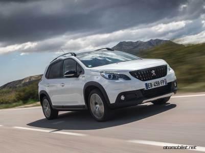 2017-Peugeot-2008-dynamic_025