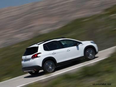 2017-Peugeot-2008-dynamic_026