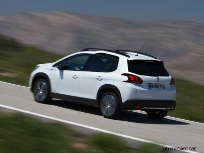 2017-Peugeot-2008-dynamic_028