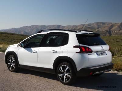 2017-Peugeot-2008-dynamic_030