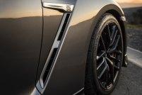 2017-Nissan-GT-R_008