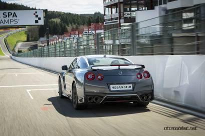 2017-Nissan-GT-R_020