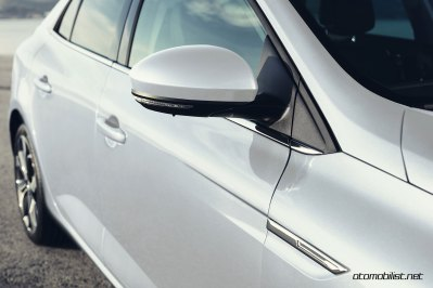 2017-Renault-Megane-Sedan_012