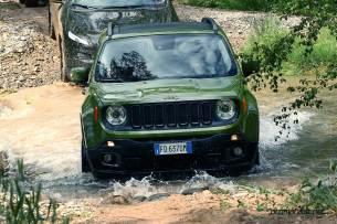 Jeep-Renegade-75-yil-su-gecisi