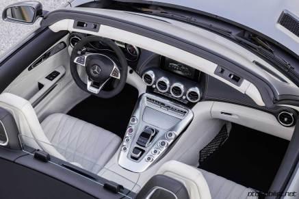 2017-mercedes-amg-gt-c-roadster-interior