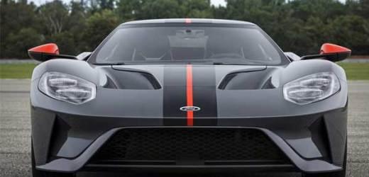 Ford, standart GT'nin hafif bir versiyonu olan Carbon Serisini üretti.