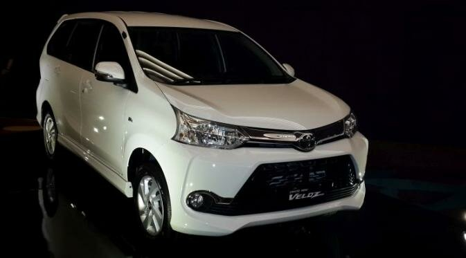 grand new veloz 1.5 vs mobilio rs avanza 2017 price in bangladesh perbandingan fitur ertiga dreza otosentrum com toyota
