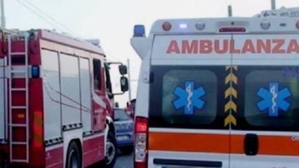 grave scontro a castellammare di stabia un morto e due feriti