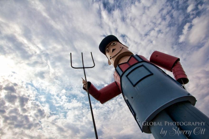 Enchanted Highway Giant tin man metal sculpture
