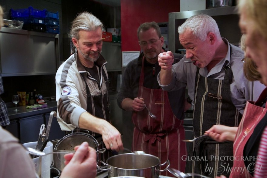 taste testing berlin cooking class