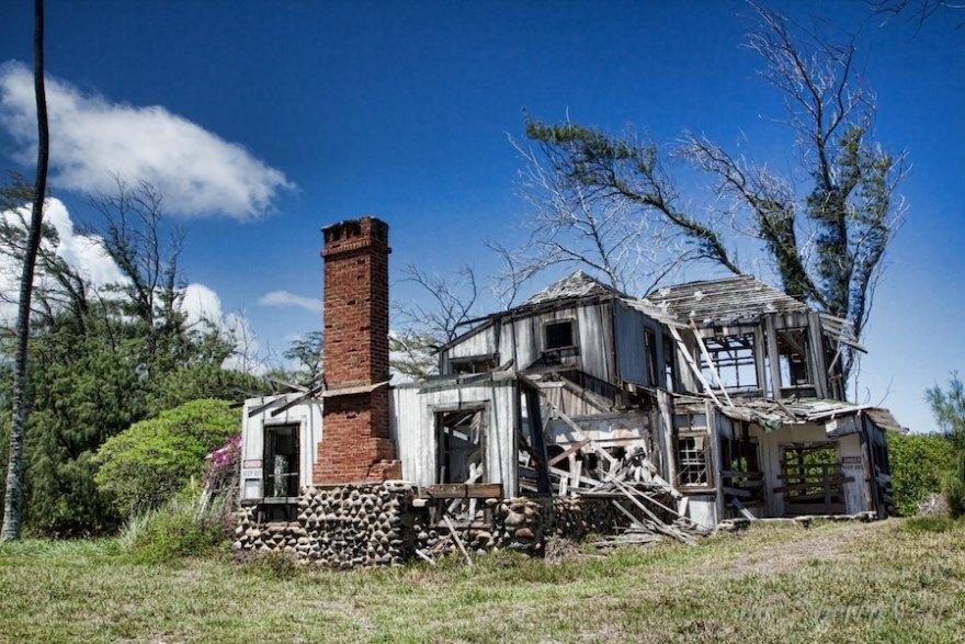 abandoned home Maui