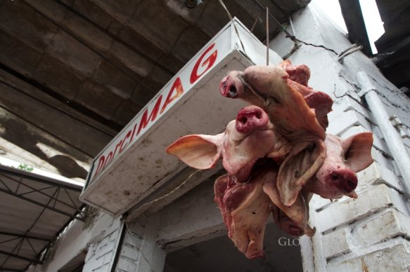 Bazurto Catagena pig heads