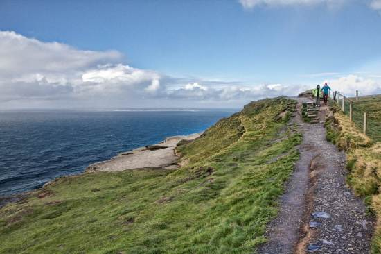 cliffs of moher hiking trail