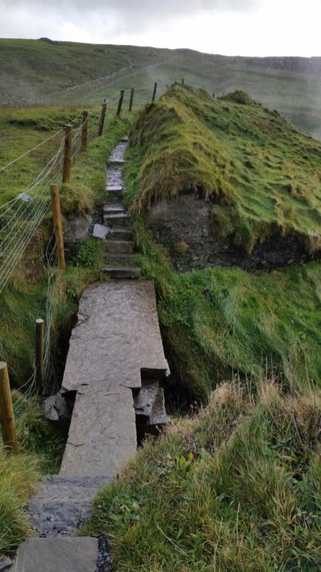 cliffs of moher walking trail
