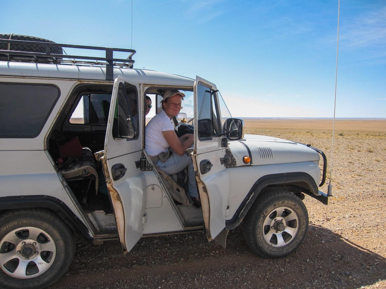 gobi desert travle by jeep