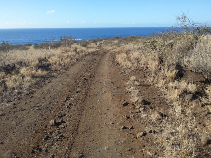 Kaunolu Trail lanai hiking