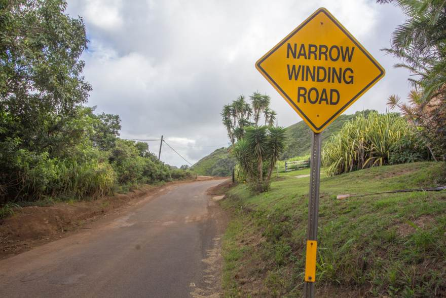 kahekili highway narrow road sign