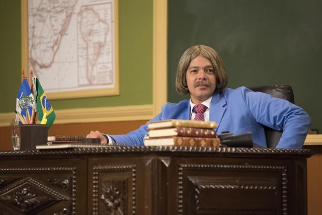 """Professor Raimundo (Bruno Mazzeo) na """"Escolinha"""" (Foto: Globo/Cesar Alves)"""