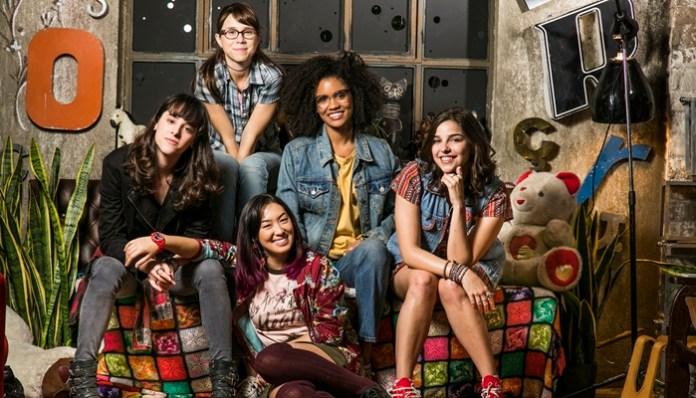 Lica (Manoela Aliperti), Benê (Daphne Bozaski), Tina (Ana Hikari), Ellen (Heslaine Vieira) e Keyla (Gabriela Medvedovski)