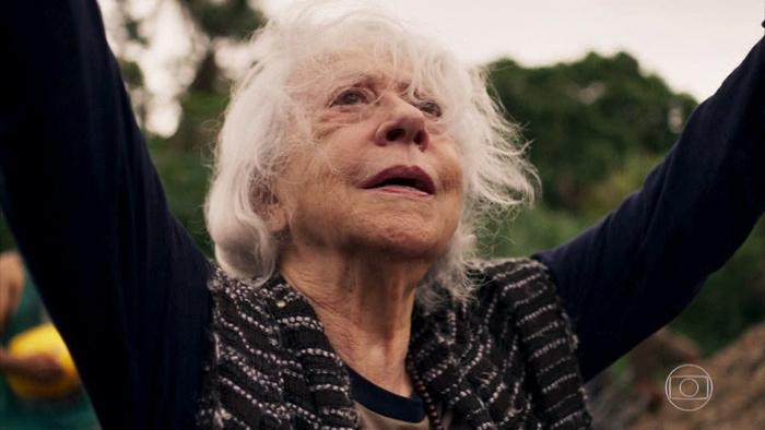 Mercedes (Fernanda Montenegro) em cena de O Outro Lado do Paraíso (Foto: Reprodução/Globo)