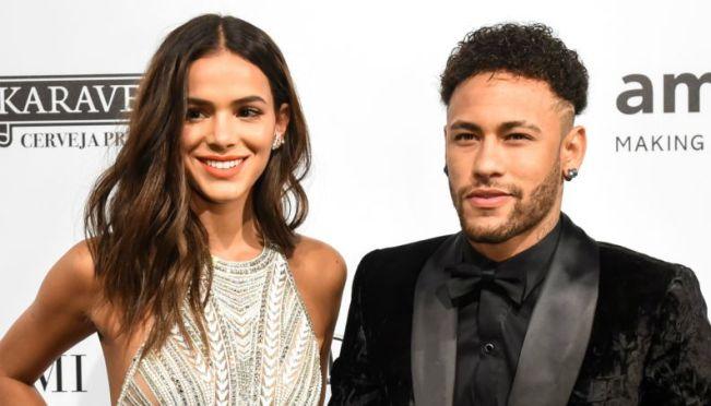 Neymar e Bruna Marquezine durante evento (Foto: Reprodução)