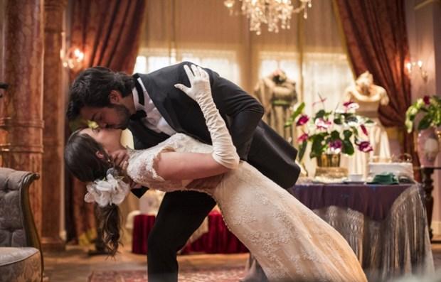 Ernesto (Rodrigo Simas) e Ema (Agatha Moreira) em cena de Orgulho e Paixão (Foto: Globo/Victor Pollak)