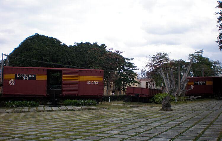 Le train blindé que le Che avait fait déraillé ; aujourd'hui un musée gratuit à la gloire de ce dernier.