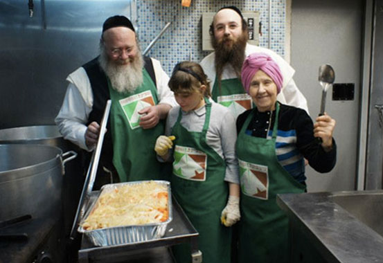The Hasidic Jew Who Feeds All People With Dignity