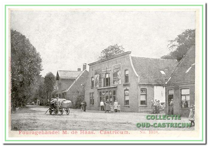 De winkel van Martinus de Haas, omstreeks 1900 aan de Rijksstraatweg, later Dorpsstraat 63.