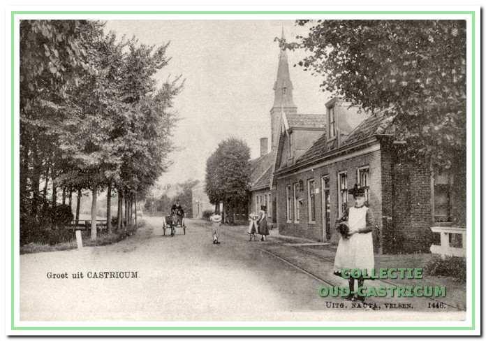 Foto uit 1901 met een doorkijk van de Dorpsstraat in de richting van de Pancratiuskerk met als eerste pand rechts, direct na de Cieweg, het postkantoor van Jacob Res.