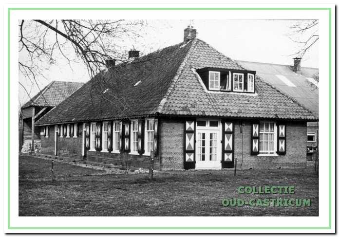 Op de Van Tienhovenhoeve (zie 1) woonde de familie Beentjes. In 1968 kwam Simon Mooij op de boerderij.