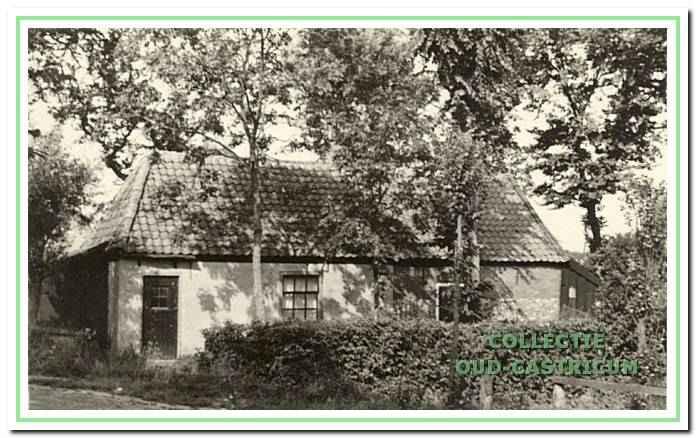 Dit huisje werd in tweeën bewoond door Kees Mooij (nr 22) en Lou Zonneveld (nr 21 ); zij waren beiden vrijgezel.