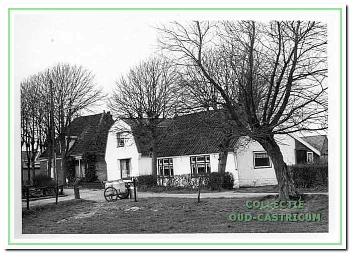 Naast Eva 's Hof de huizen van Jan Stroomer (zie 39) en Jan Meijne.