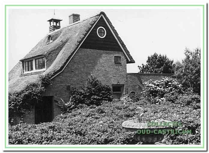 Villa Doornduyn van Kraakman aan de Duinweg 2 in Bakkum.