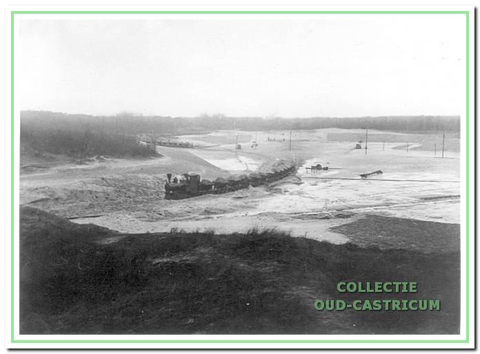 Het graven van het duinmeer 'het meertje van Vogelenzang' in 1934 was een van de werkverschaffingsprojecten. Het zand werd met lorries getransporteerd naar de Zeeweg voor de aanleg van het viaduct over de spoorl(jn.