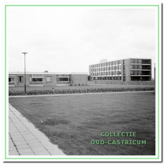 De Boogaert rond 1975 met de aanleunwoningen.