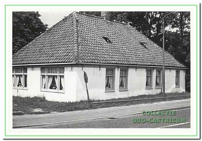 it huis is volgens zeggen het café van Bet van Floor, ook wel café 'Het Haasje' geweest.