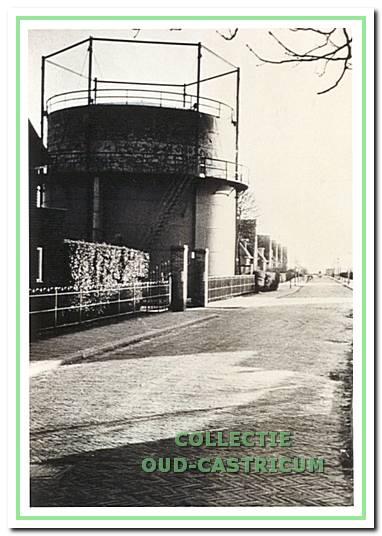 De kleine gashouder aan de Oude Haarlemmerweg.