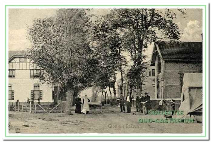 De Openbare Lagere School in Bakkum enkele jaren na de bouw.
