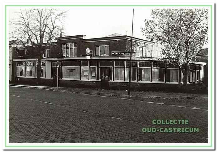 Hotel-Café Borst, Van Oldenbarneveldweg 25 in Bakkum, 1989.