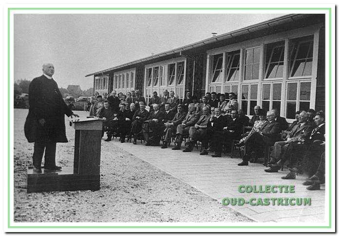 astoor Goes tijdens zijn rede bij de opening van de Cuneraschool in 1949.