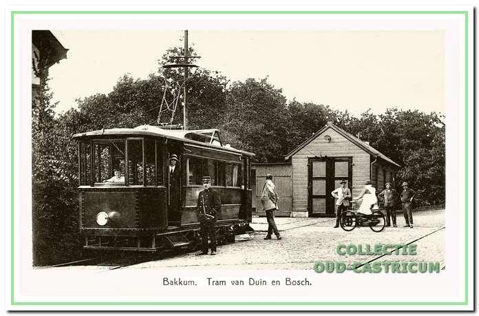 De nu geëlektrificeerde tram bij de eindhalte op het terrein van Duin en Bosch.