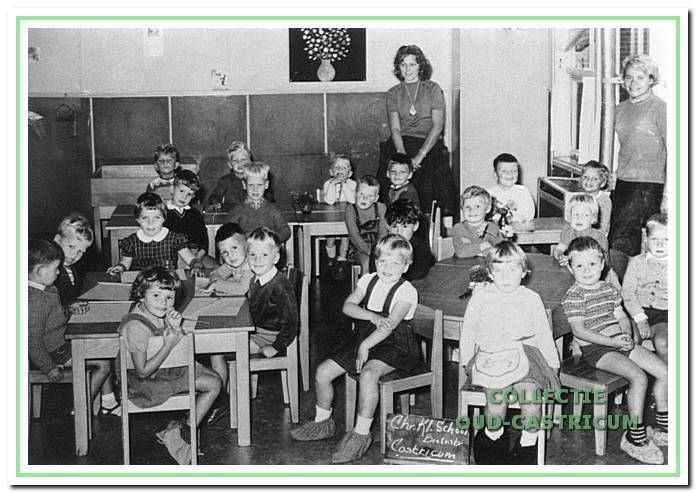 De Christelijke kleuterschool 't Kwetternest met Juffrouw Klein en een onbekende 'Juf' in 1960.