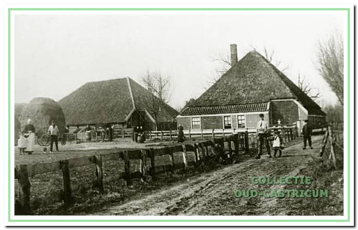 De oorspronkelijke boerderij aan de Bleumerweg.