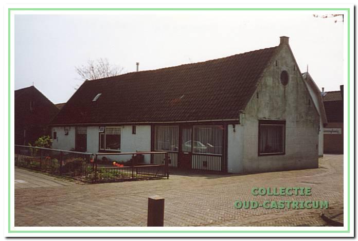 De woning in de Schoolstraat naar de situatie in 1990.